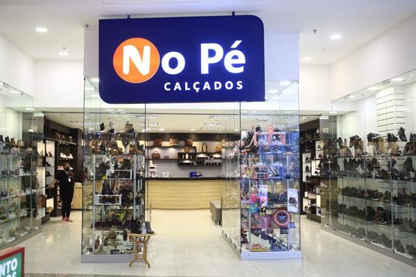 NO PÉ CALÇADOS
